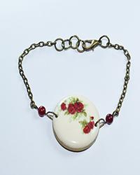 دستبند  چوبی طرح بوته گل سرخ