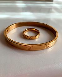 دستبند النگویی و انگشتر کارتیر رنگ طلایی