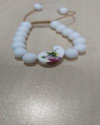 دستبند اونیکس سفید و گل سرامیکی